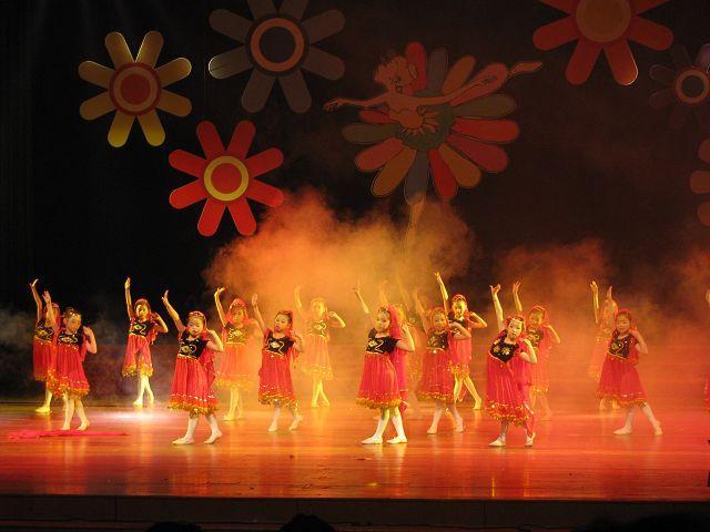 儿童舞蹈表演发型
